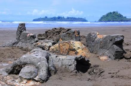 Pantai Aie Manih (Pantai Air Manis)