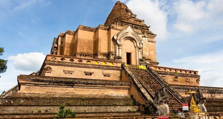 wat-chedi-luang-thailand