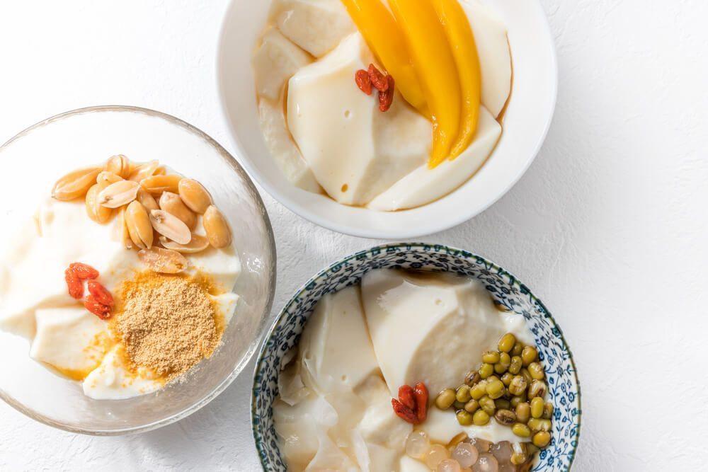 Almond Jelly is often had with fresh pieces of fruits, but it can also be enjoyed on its own
