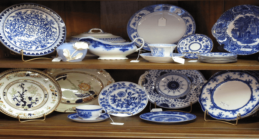China's antique ceramics are popular as a collector and an expensive gift