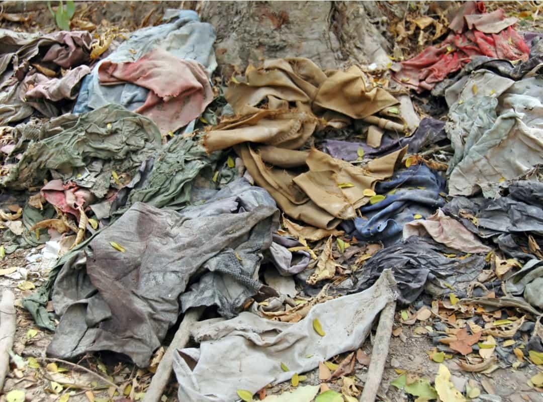 Baju-baju para korban di Ladang Pembantaian, Kamboja