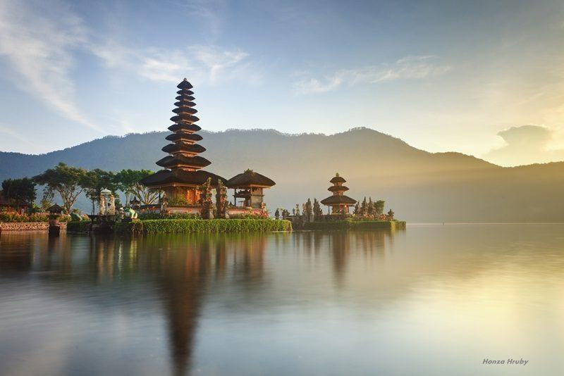 Dari Bali, Aku Ingin Menjelajah Danau Toba