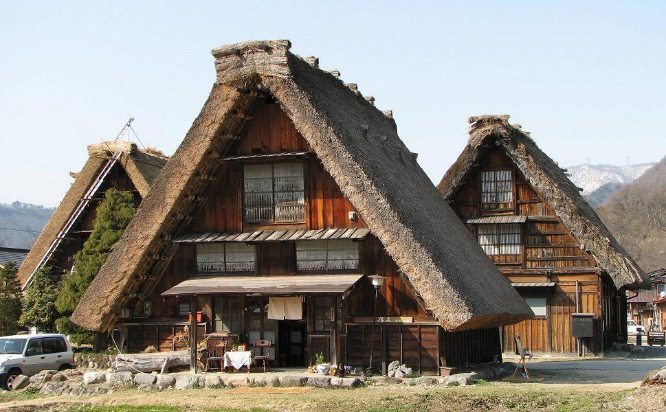 Gassho-zukuri_farmhouse-01