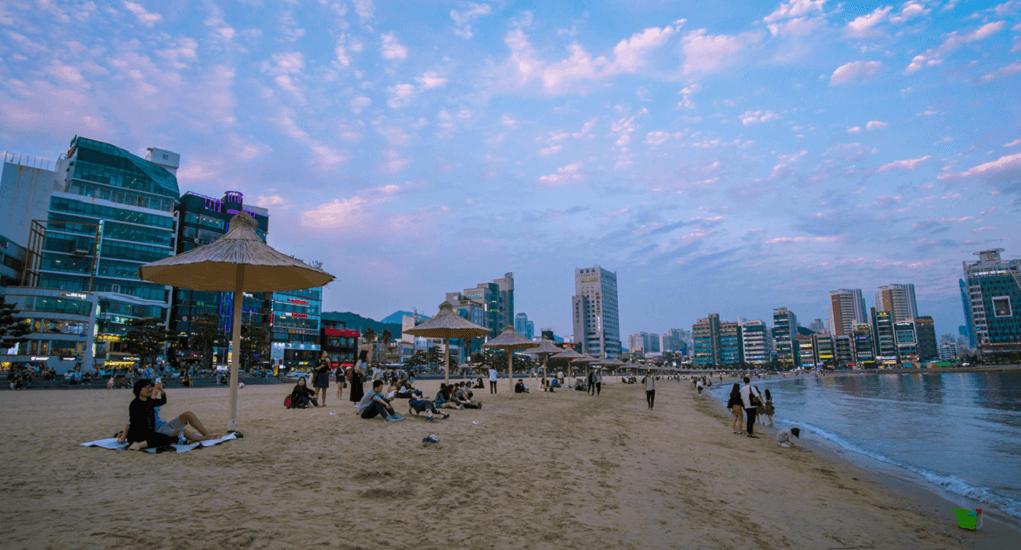 Gwangali beach - Nongkrong Bersama Teman di Malam Hari