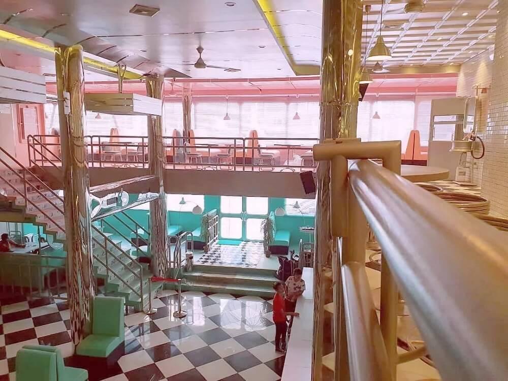 Cafe Indodiner bergaya retro dan instagramable