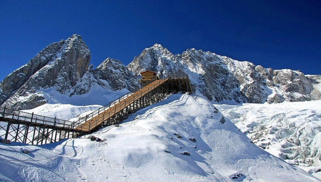 jade-dragon-snow-mountain-in-china
