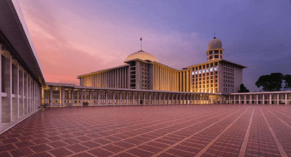 https://blog.airpaz.com/wp-content/uploads/Jakarta-Istiqlal-Mosque-1.png