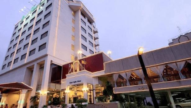 louis-tavern-dayrooms-transit-hotel