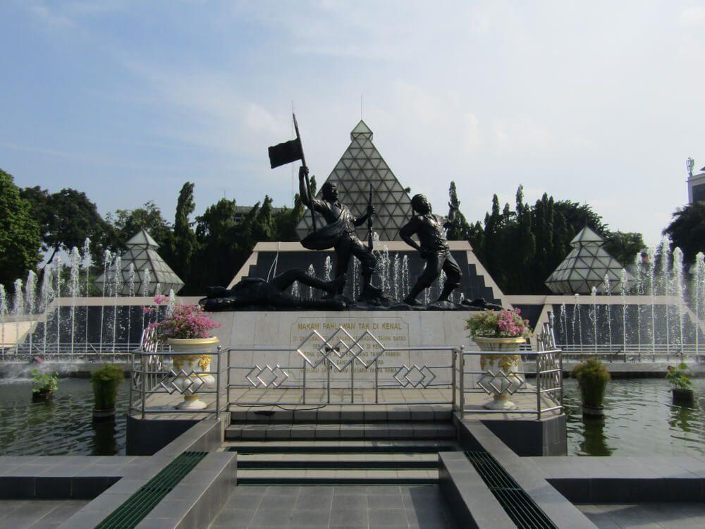 Makam Pahlawan Surabaya juga termasuk lokasi angker di kota ini