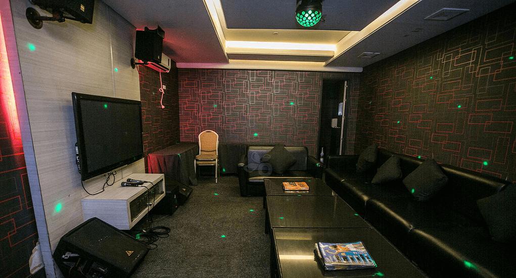 Manila - Videoke (Karaoke Bar)