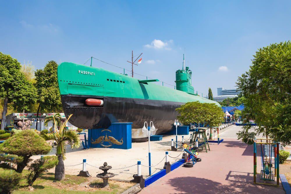 Wisata sejarah Monumen Kapal Selam
