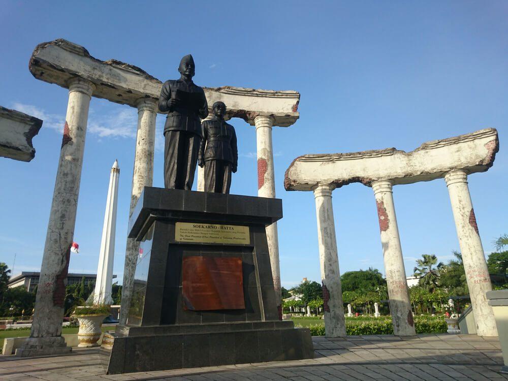 Patung Soekarno-Hatta di Museum Sepuluh Nopember