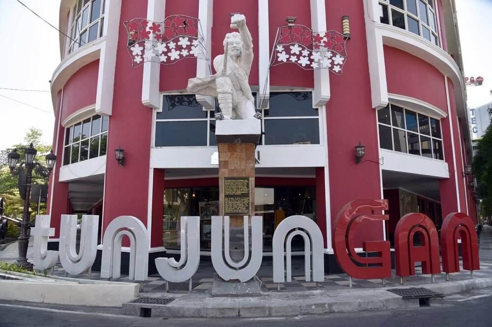 Tampak depan Museum Surabaya (Siola)