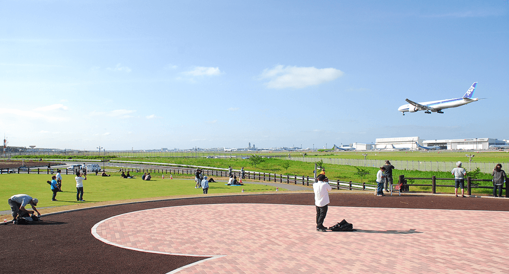 Narita Airport - Watching the planes land and take off can be a delightful treat for the eyes