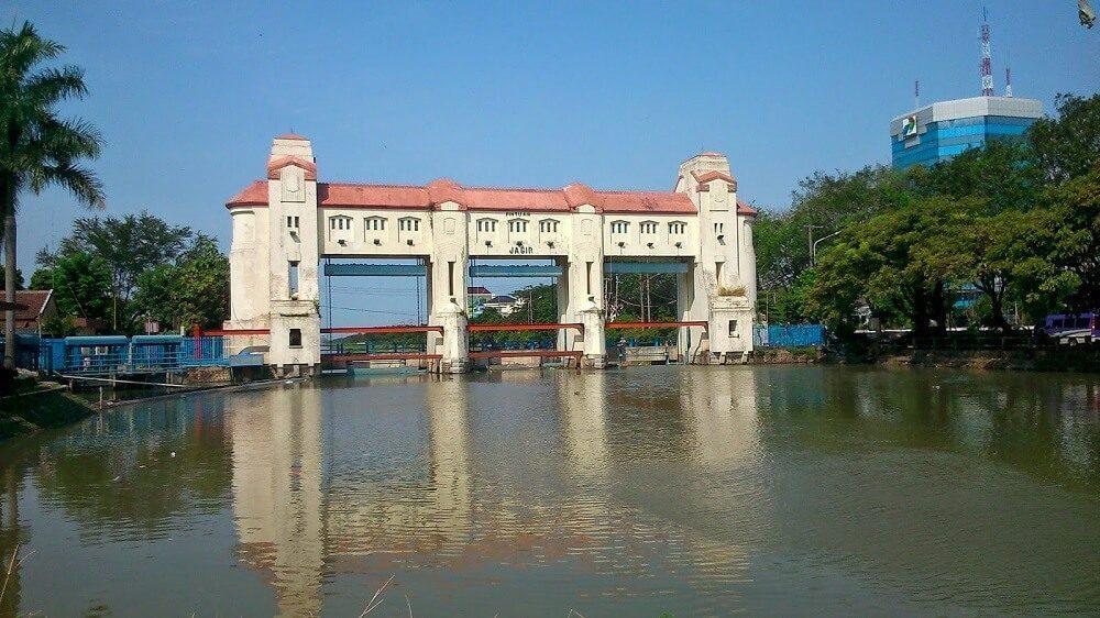 Pintu Air Jagir merupakan salah satu tempat angker yang sudah dikenal masyarakat Surabaya