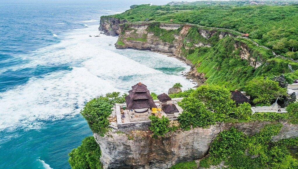 Kekayaan Alam Dan Budaya Di Pura Luhur Uluwatu Bali Airpaz