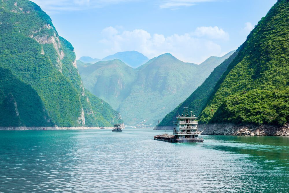Travel by river cruises in China