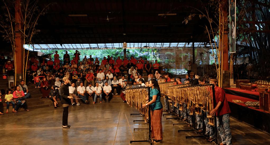 Saung Angklung Udjo - Pertunjukan Musik Angklung
