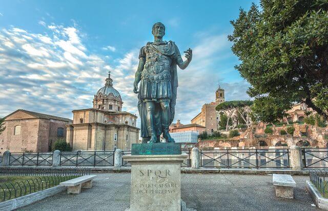 monumen Julius Caesar