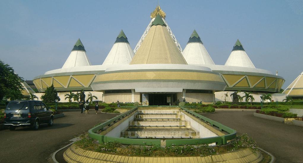 TMII - Mengunjungi Museum Purna Bhakti Pertiwi