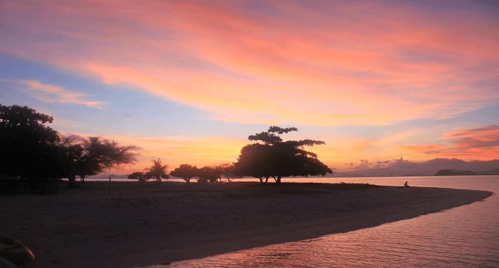 Taman Nasional Komodo - Sunrise dan Sunset di Pulau Kanawa