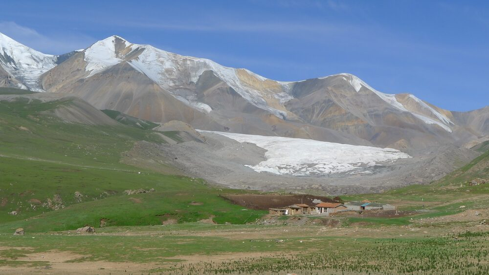 Explore the wild vastness of Tibetan Plateau