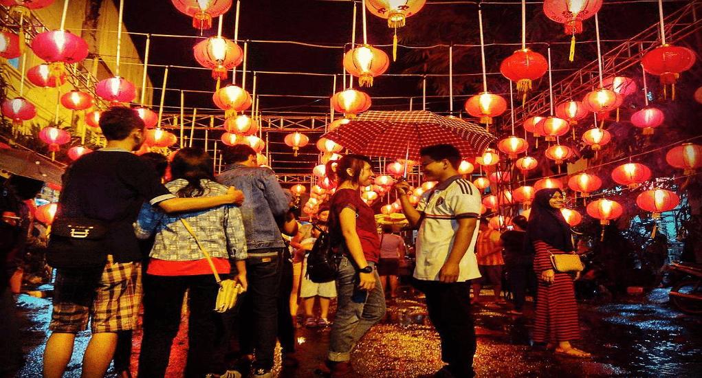 Tradisi Imlek Unik di Indonesia - Pasar malam imlek di Semawis