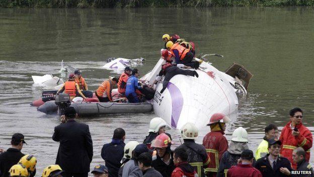 TransAsia Crashes in Taipei River, At Least Nine Death
