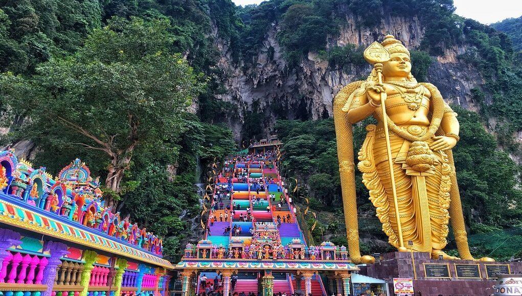 Hasil gambar untuk batu caves malaysia