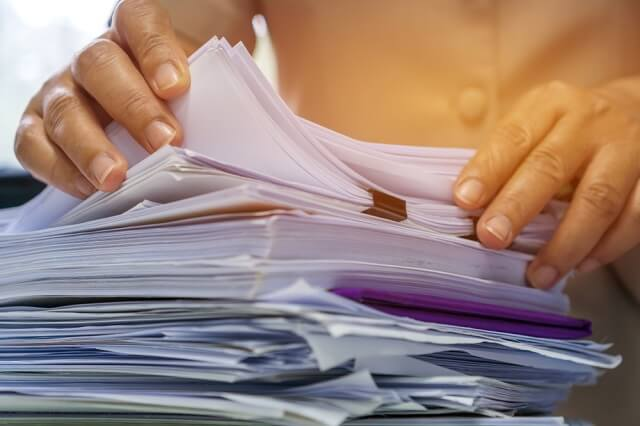 melengkapi dokumen persyaratan