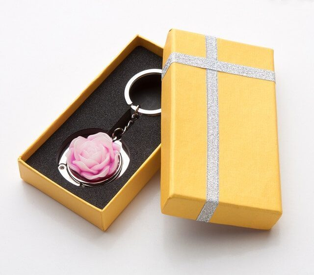 give keychain as gift to valentine