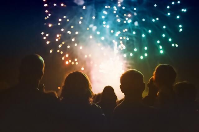 tradisi unik imlek pesta kembang api